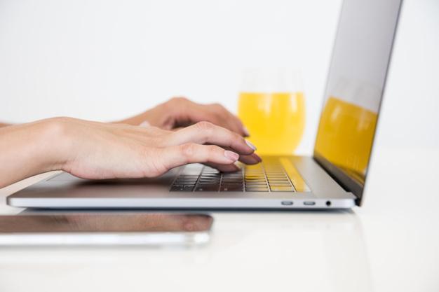 top-view-laptop-with-orange-juice_23-21481355561.jpg