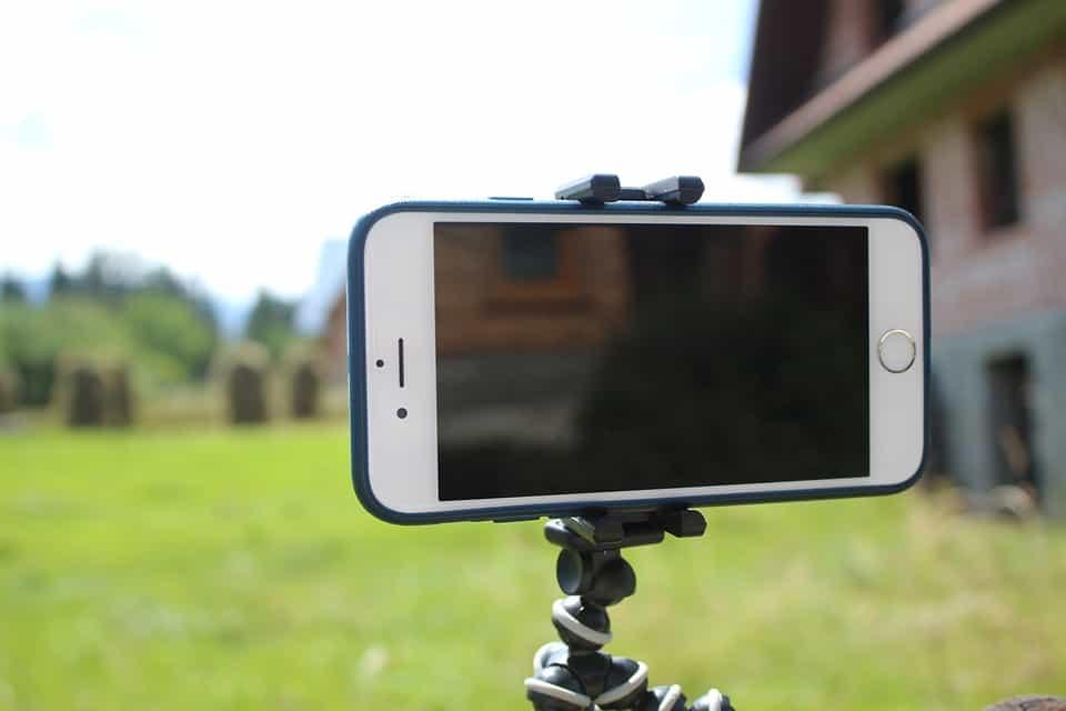 Как-снимать-на-телефон-с-использоанием-штатива.jpg